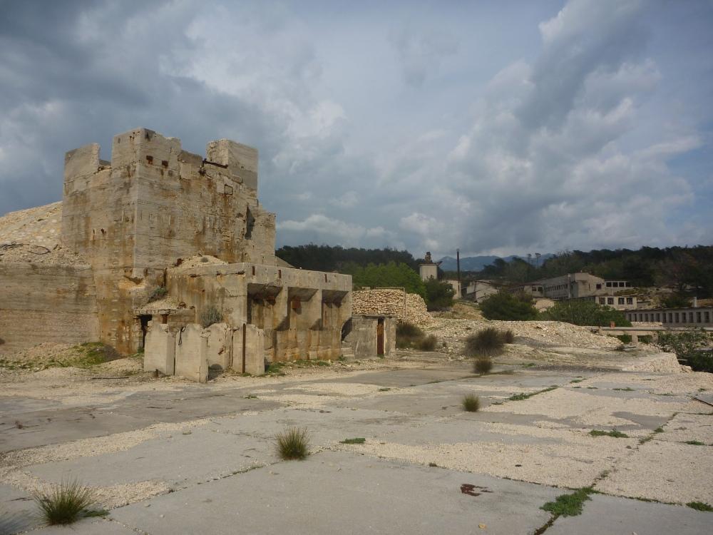 Věž u kamenolomu