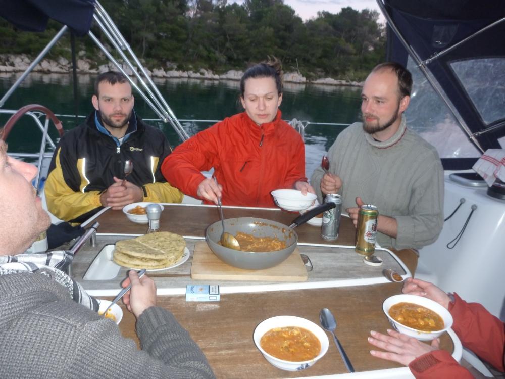 První, výborná večeře v kokpitu