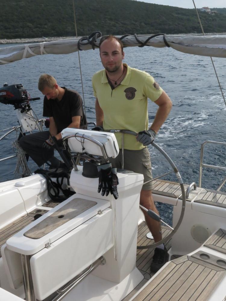 Michal vede loď ze zátoky