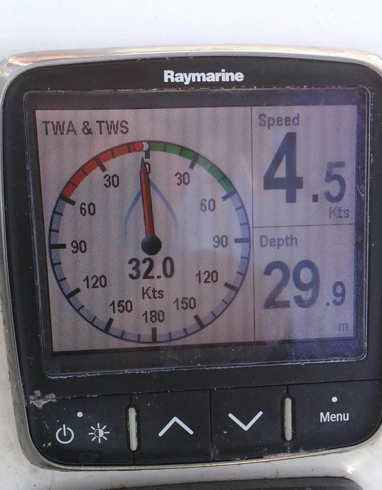Náš windmetr, vyfocený jako důkaz Pavlovi, že s tím větrem nekecáme :)