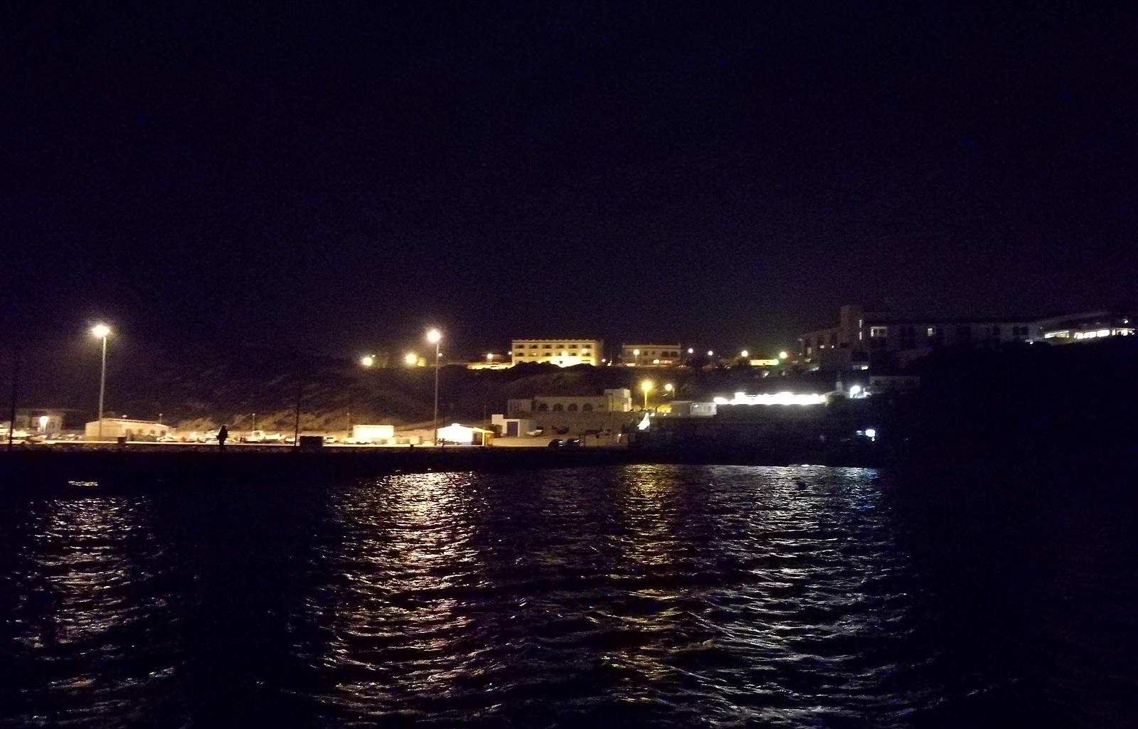 Na přístav se snesla noc